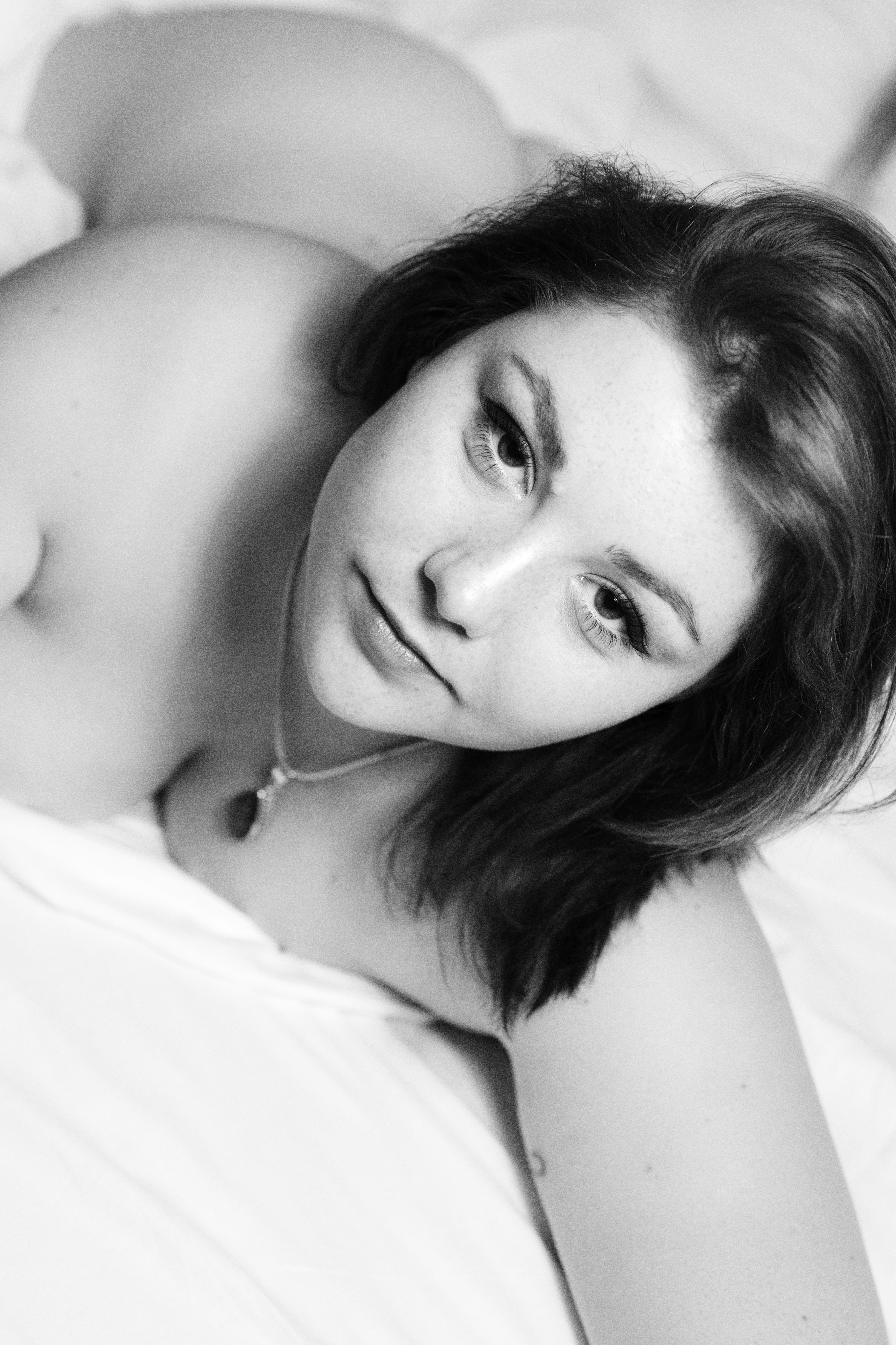 augustinphotographies-NB-portrait-lingerie-nue-sensalité-pellicule