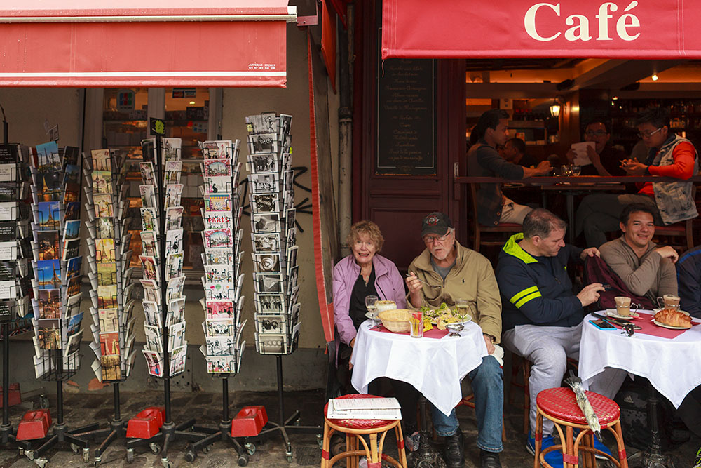 cafe-rue-couple-tetre-Augustin-Paris